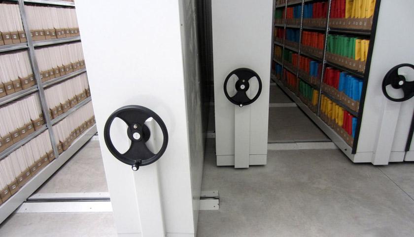 Scaffalature compattabili per uffici e biblioteche