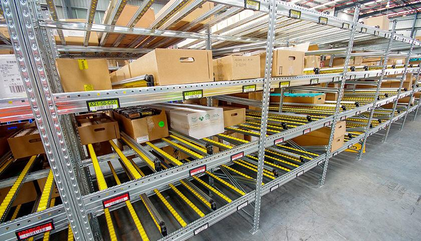 scaffalature metalliche ad incastro per magazzini