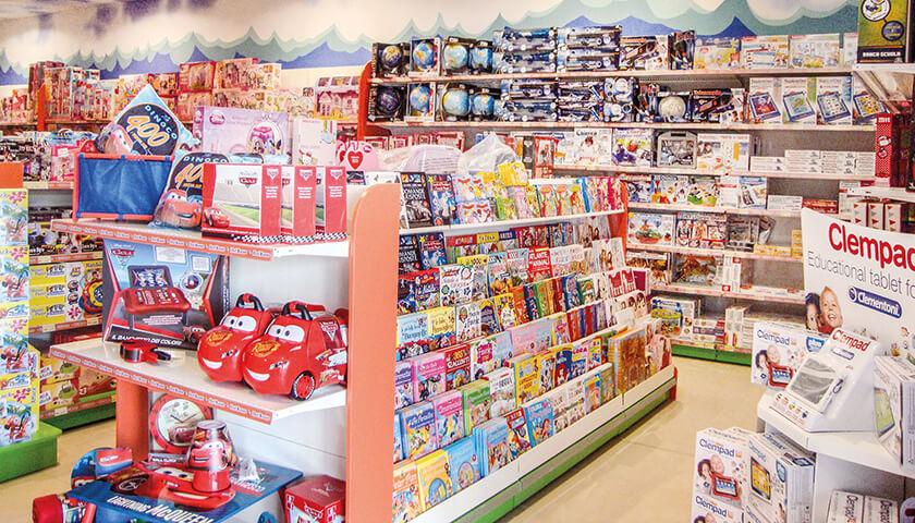 scaffali per negozi di giocattoli